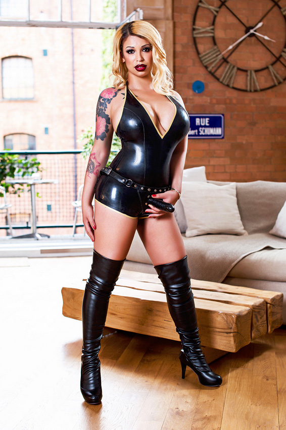 london-strapon-mistress-yasmina