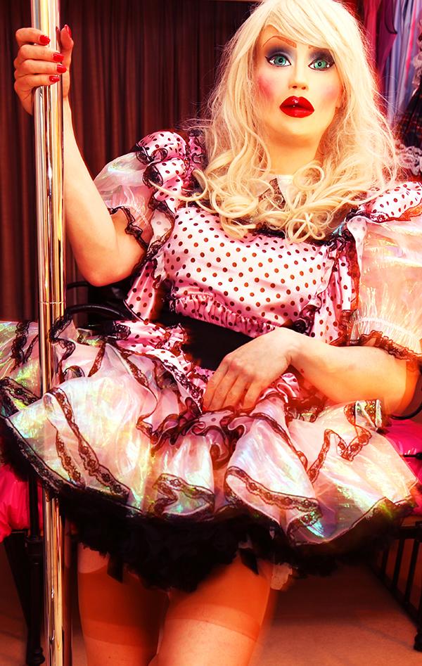 poledancer-sissy-heaven-baker-street-london