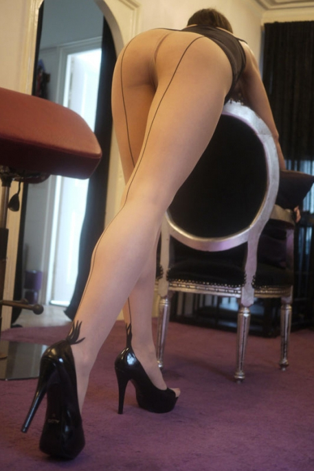 London-Mistress-Allure-Leg-Worship