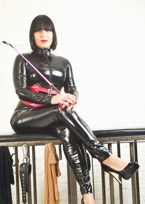 London-Mistress-Supreme-in-her-catsuit